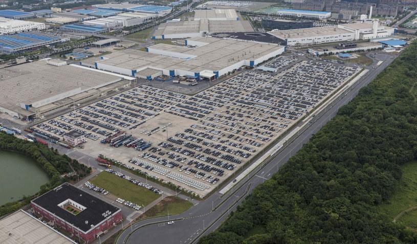 Do tej pory zagraniczne firmy musiały produkować auta w Chinach /PAP/EPA