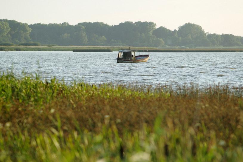 Do tragedii doszło na jeziorze Gardno, kilometr od brzegu /Jan KUCHARZYK/East News /East News