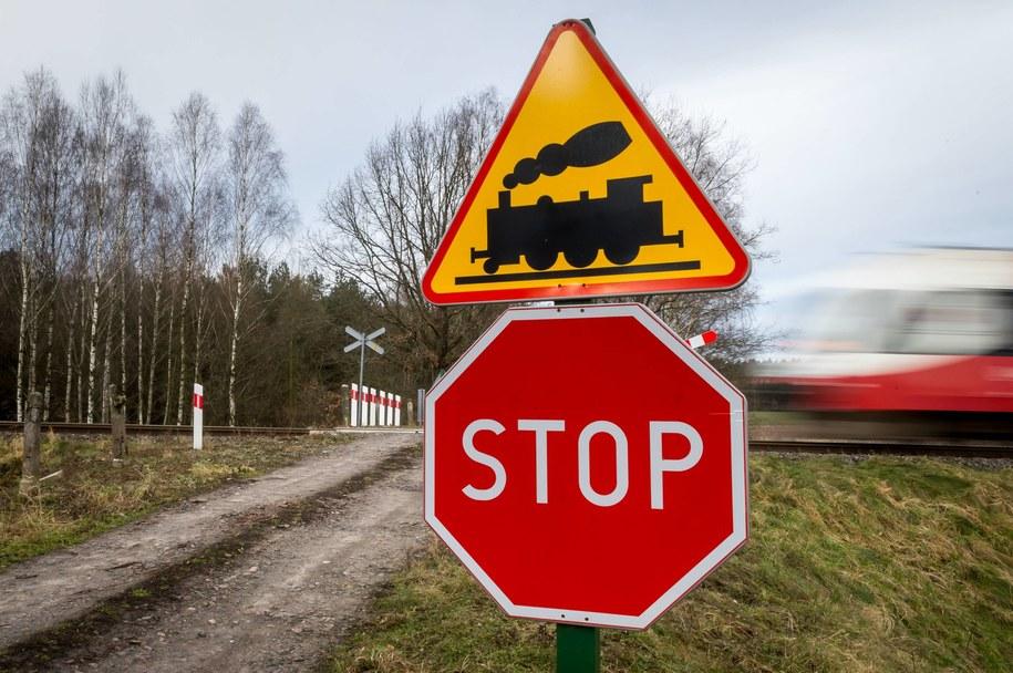 Do tragedii doszło na niestrzeżonym przejeździe kolejowym (zdj. ilustracyjne) /\Tytus Żmijewski /PAP