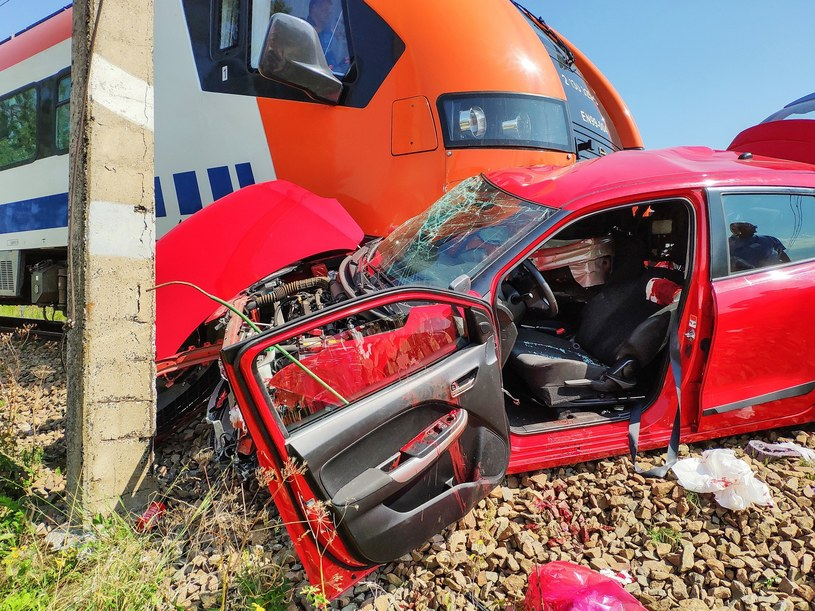 Do tragedii doszło na niestrzeżonym przejeździe kolejowym /Michal Adamowski/REPORTER /Reporter