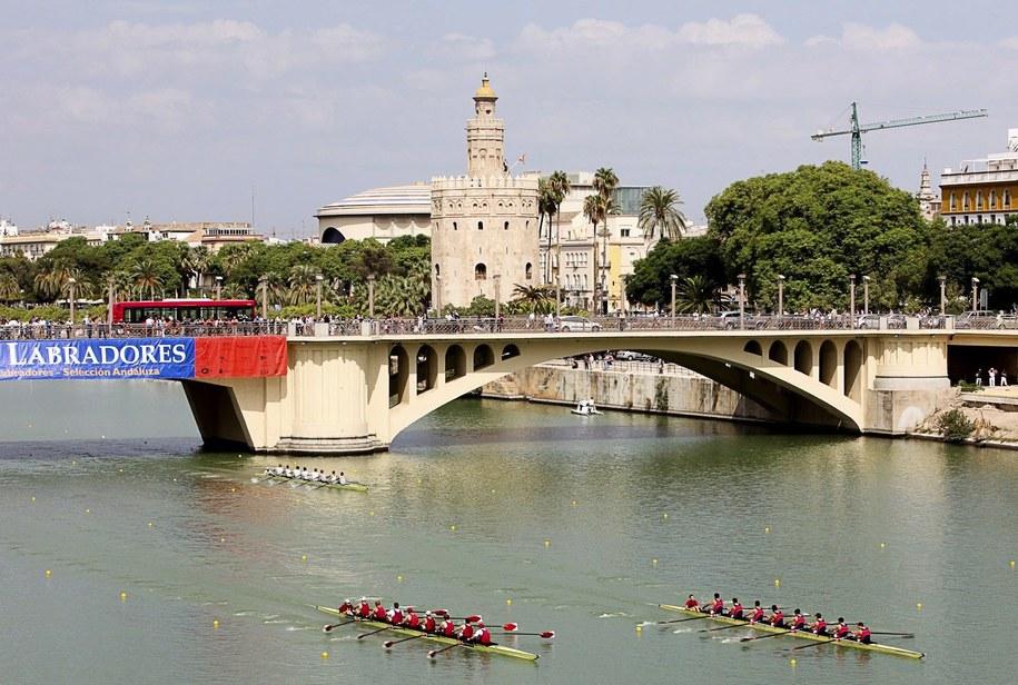 Do tragedii doszło nad rzeką Guadalquivir w Sewilli /PAP/EPA/RAUL DIAZ /PAP/EPA