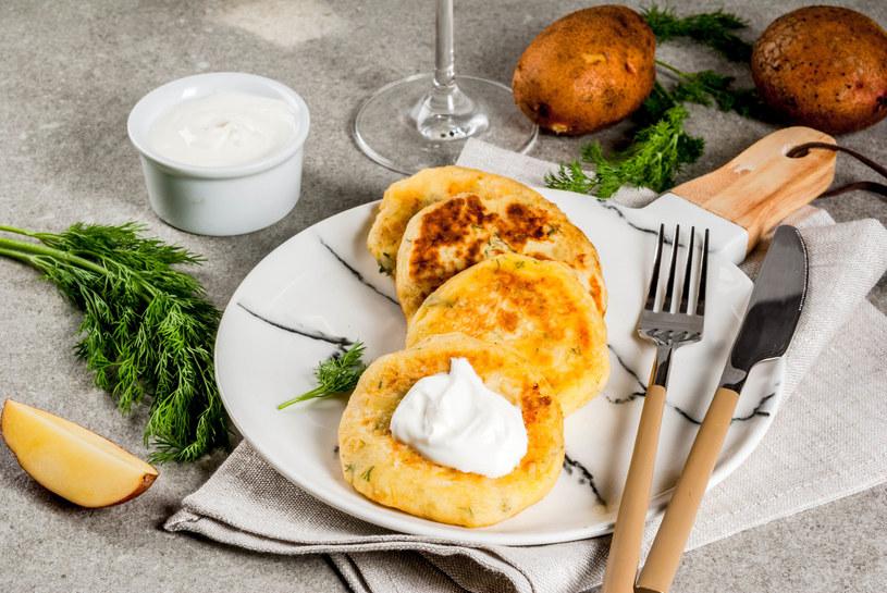 Do tych kotletów pasuje ostry sos pomidorowy albo kefir. Twaróg można zastąpić bryndzą lub oscypkiem. /123RF/PICSEL