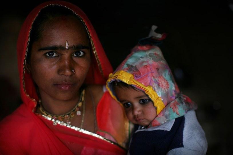 Do wczesnego małżeństwa i macierzyństwa zmuszane są m.in. nastolatki w Indiach /Toby Madden  /East News