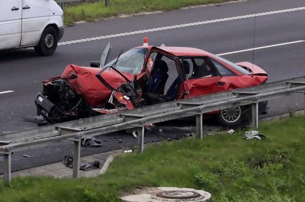 Do większości wypadków dochodzi na drogach dwukierunkowych /PAP