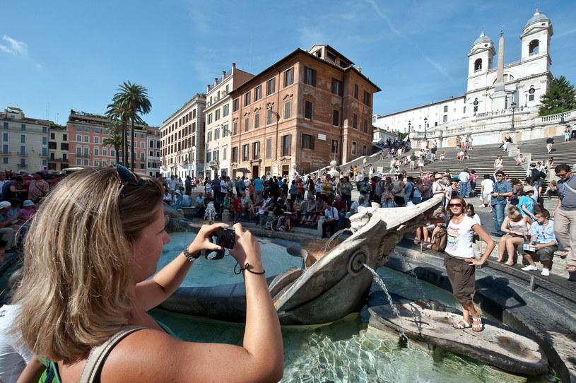 Do Włoch przybywa coraz więcej turystów /ANDREAS SOLARO /AFP