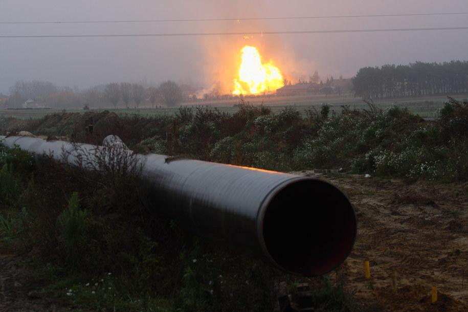 Do wybuchu gazu z budowanej magistrali doszło w miejscowości Janków Przygodzki. Zapaliły się budynki mieszkalne, płonie las. Kilkanaście osób zostało poszkodowanych /Tomasz Wojtasik /PAP