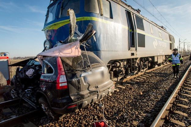 Do wypadku doszło na niestrzeżonym przejeździe kolejowym w miejscowości Piecki /Tytus Żmijewski /PAP