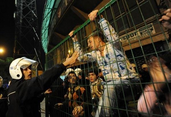 Do zamieszek doszło po meczu Karagumruk - Kocaeli Birlikspor /AFP