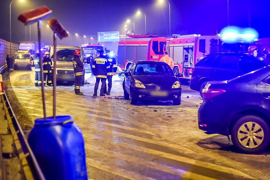 Do zderzenia kilku pojazdów doszło, 25 bm. na drodze krajowej nr 10 w Lubiczu Dolnym /Tytus Żmijewski /PAP