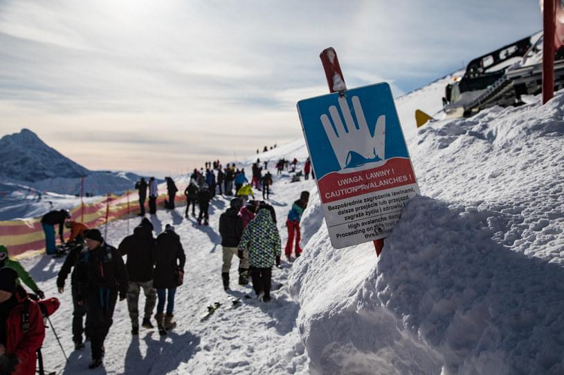 Do zimowych wędrówek w Tatrach trzeba być perfekcyjnie przygotowanym. Należy też wiedzieć, gdzie się zmierza i kiedy powinno się zrezygnować z planów /East News