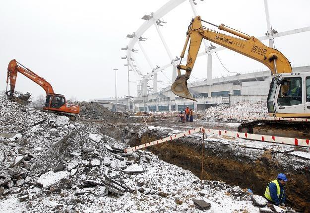 Dobiega końca wyburzanie starej stacji Kolejki Linowej Elka przy Stadionie Śląskim w Parku Śląskim /PAP