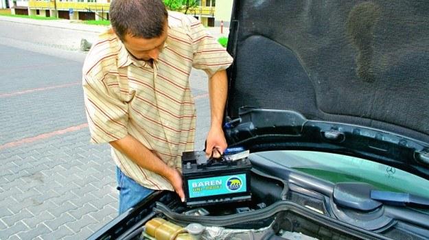 Dobierając akumulator należy uwzgędnić ilość miejsca, jaką przewidział naniego producent auta. /Motor