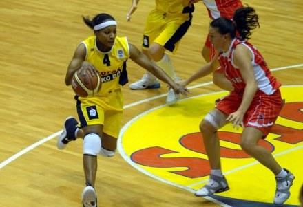 Dobra gra Dominique Canty (z lewej) nie wystarczyła do wygranej,FOT.Mariusz Kraczaniec /Agencja Przegląd Sportowy