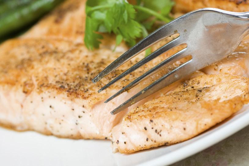 Dobre kwasy tłuszczowe występują przede wszystkim w tłustych rybach morskich /123RF/PICSEL
