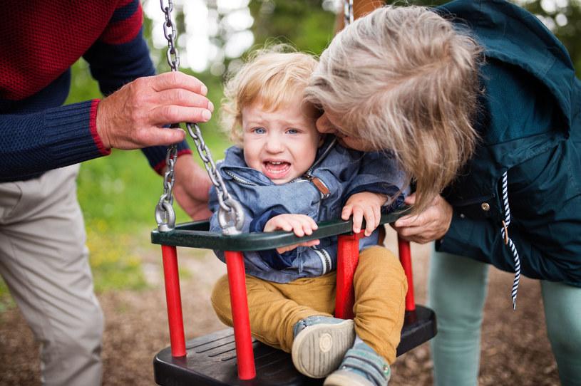 Dobre relacje z dziadkami są na wagę złota /123RF/PICSEL