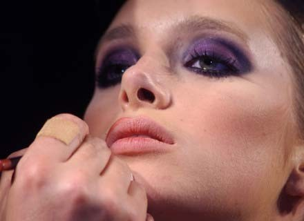 Dobry makijaż to wizytówka kobiety /MWMedia