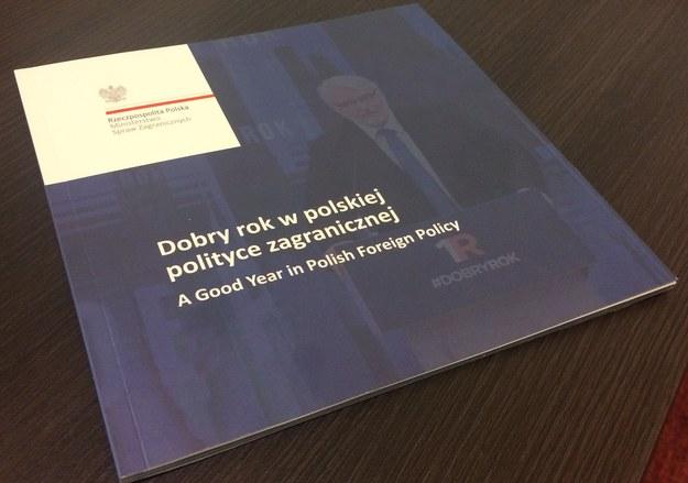 Dobry rok w polskiej polityce zagranicznej - broszura MSZ /Grzegorz Kwolek /RMF FM