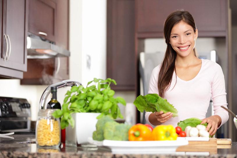 Dobrze dobrana dieta bogata w warzywa i owoce pomoże ci uniknąć infekcji przez cały rok. /123RF/PICSEL