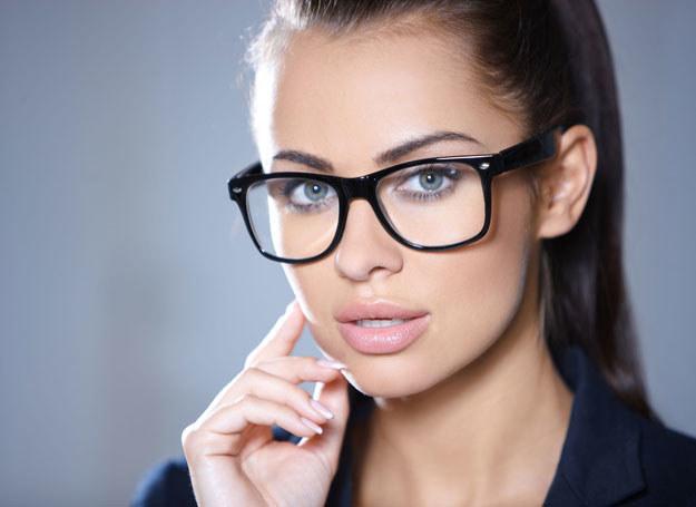 Dobrze dobrane okulary moga być ozdoba twarzy /123RF/PICSEL