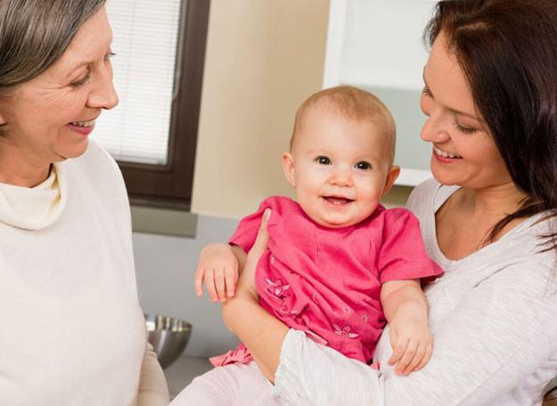Dobrze, jeśli opiekunka może się pochwalić doświadczeniem w opiece nad dziećmi /123RF/PICSEL