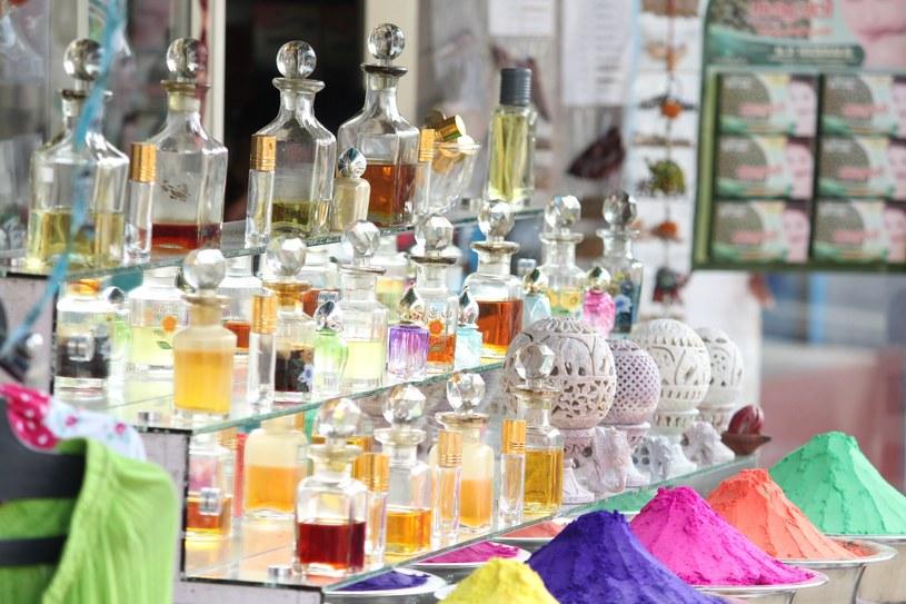 Dobrze mieć kilka flakonów różnych perfum /Unsplash