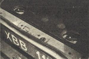 Dobrze wygłuszona i izolowana cieplnie pokrywa komory silnikowej zabezpieczona jest przed otwarciem dwoma obrotowymi zamkami. (kliknij, żeby powiększyć) /Motor