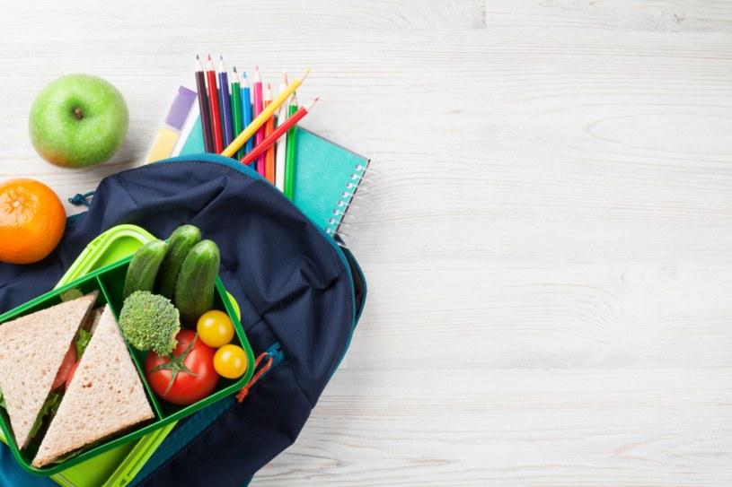 Dobrze zbilansowany posiłek dostarcza dziecku niezbędnych składników odżywczych /123RF/PICSEL