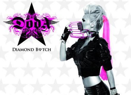 """Doda na okładce reedycji """"Diamond Bitch"""" /"""