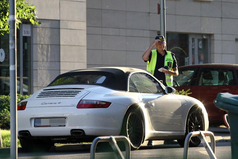 Doda zaparkowała w niedozwolonym miejscu! /- /Foto IP
