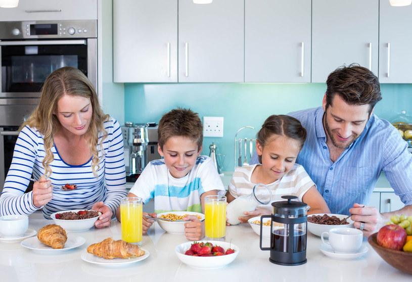 Dodaj śniadanie do codziennej listy zadań /123RF/PICSEL