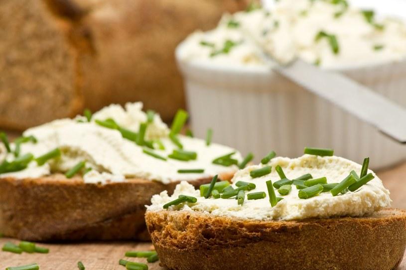 Dodaj szczypiorek np. do kanapek na śniadanie /123RF/PICSEL