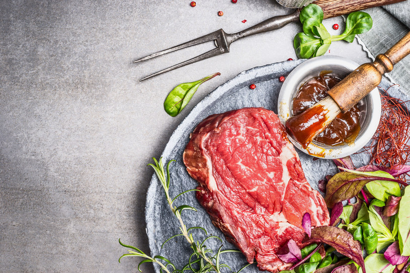 Dodaj ten składnik do marynaty, a mięso będzie rozpływać się w ustach /123RF/PICSEL