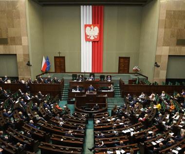 Dodatek solidarnościowy, podwyżka zasiłku dla bezrobotnych - Sejm podjął decyzję