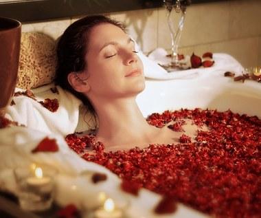 Dodatki do kąpieli, które sprawią, że będzie ona relaksująca i prozdrowotna