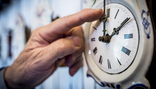 Dodatkowa godzina snu. Co jeszcze daje nam zmiana czasu?