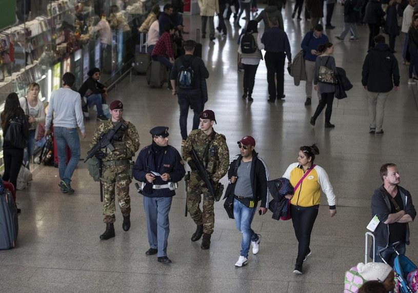 Dodatkowe patrole na rzymskim dworcu kolejowym Termini /PAP/EPA