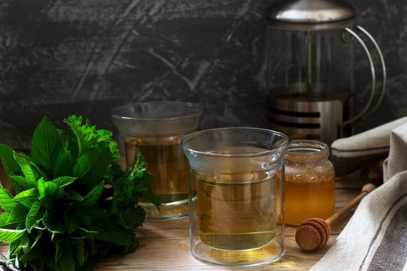 Dodawaj syrop do herbaty /123RF/PICSEL