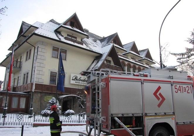 Dogaszanie pożaru Belvedere w Zakopanem /Maciej Pałahicki /RMF