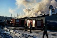 Dogaszanie pożaru w Markach pod Warszawą