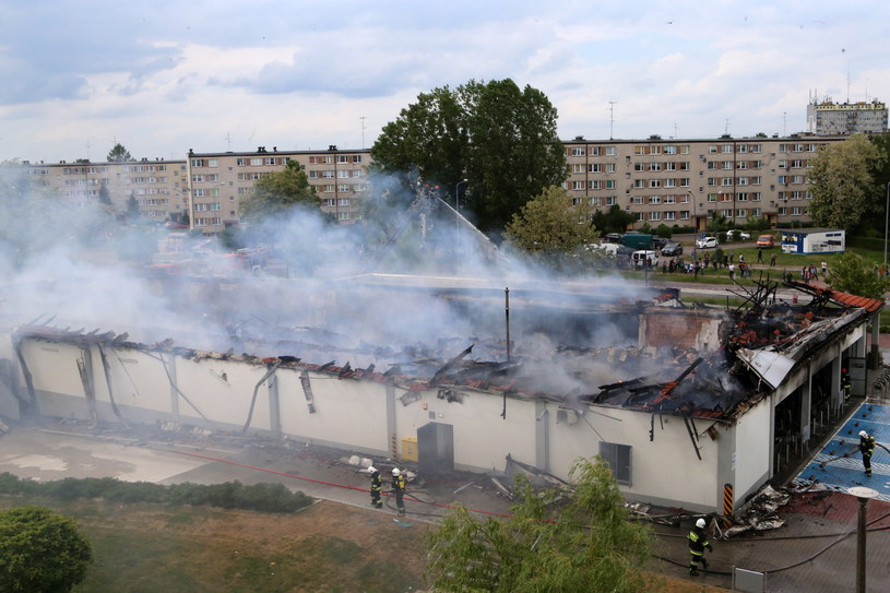 Dogaszanie pożaru w sklepie w Radomsku /Waldemar Deska /PAP