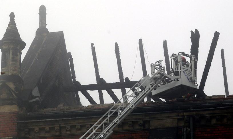 Dogaszanie pożaru zabytkowej katedry pw. Wniebowzięcia Najświętszej Maryi Panny w Sosnowcu /Andrzej Grygiel /PAP