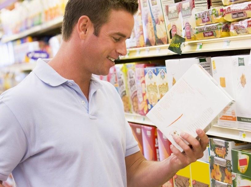 Dokładna lektura składu produktu pozwoli nam ocenić, czy kupujemy wartościowe pożywienie /123RF/PICSEL