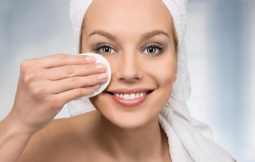 Dokładnie oczyszczona twarz jest gotowa na aplikację produktów pielęgnacyjnych /123RF/PICSEL