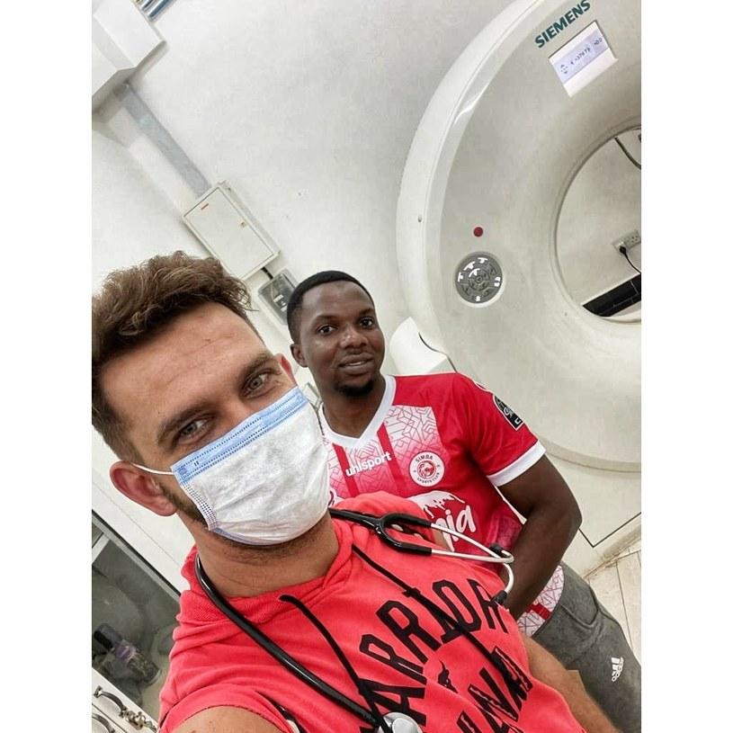 Doktor Łukasz Durajski w szpitalu na Zanzibarze /Archiwum prywatne