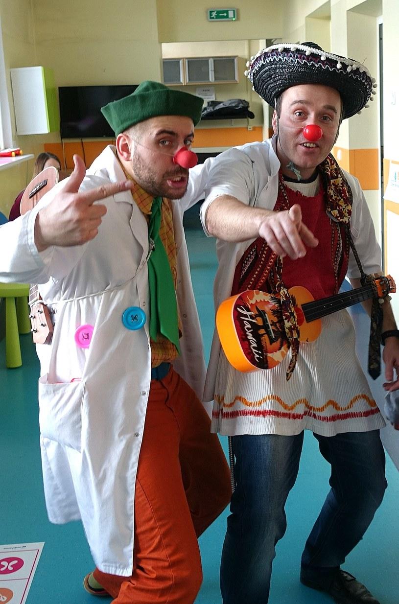 Doktor Sanchez i jego asystent pozują do zdjęcia /Jolanta Kamińska /INTERIA.PL