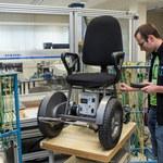 Doktorant z Wrocławia skonstruował wózek inwalidzki sterowany oddechem