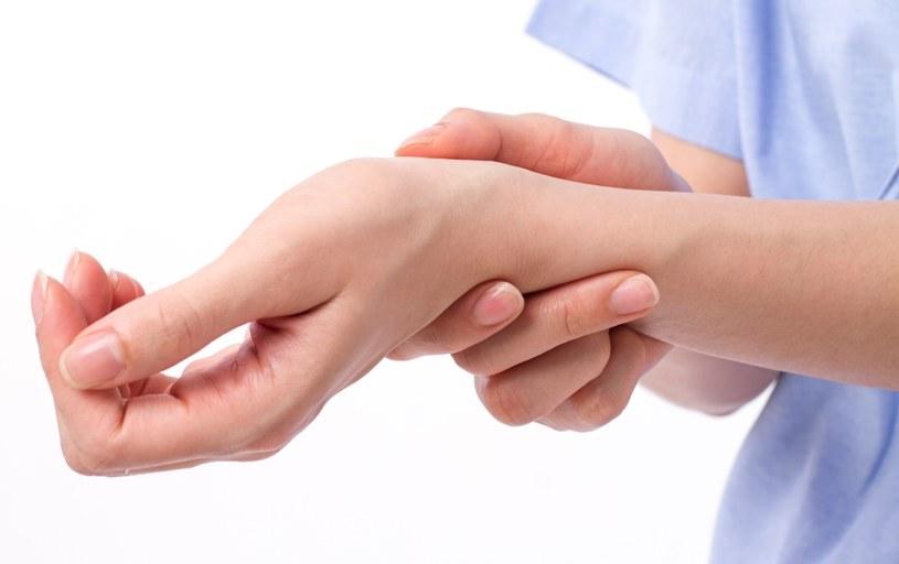 Dokucza ci ból nadgarstka? /©123RF/PICSEL