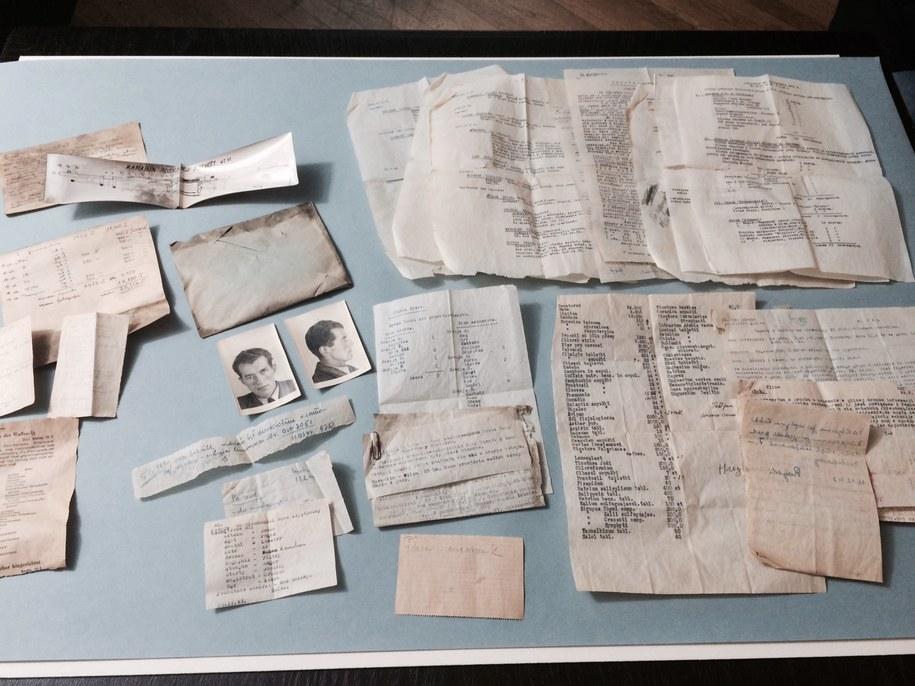 Dokumenty przeleżały 70 lat pod podłogą mieszkania na stołecznej Ochocie /Katarzyna Sobiechowska-Szuchta /RMF FM