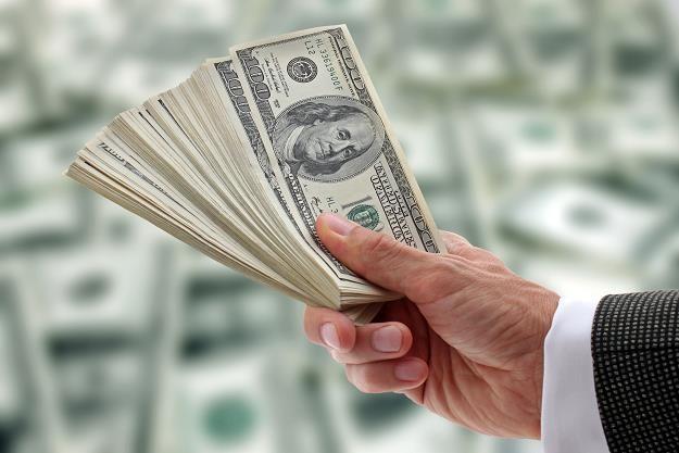 Dolar może kosztować nawet 3,80 zł /©123RF/PICSEL