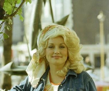 """Dolly Parton: Przełomowa okładka """"Playboya"""" ma 40 lat"""